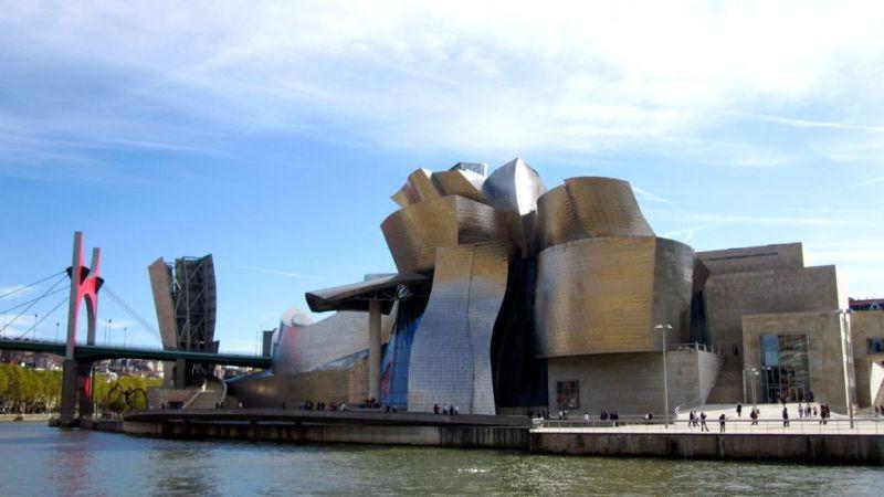 Музей Гуггенхайма в испанском Бильбао - проект архитектора Фрэнка Гери