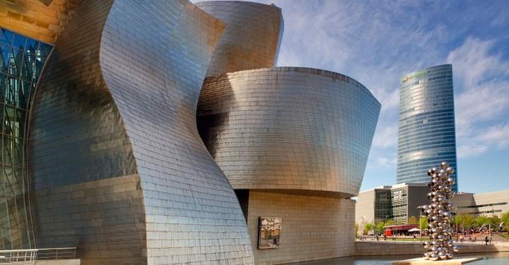 Экстерьер музея Гуггенхайма в испанском Бильбао