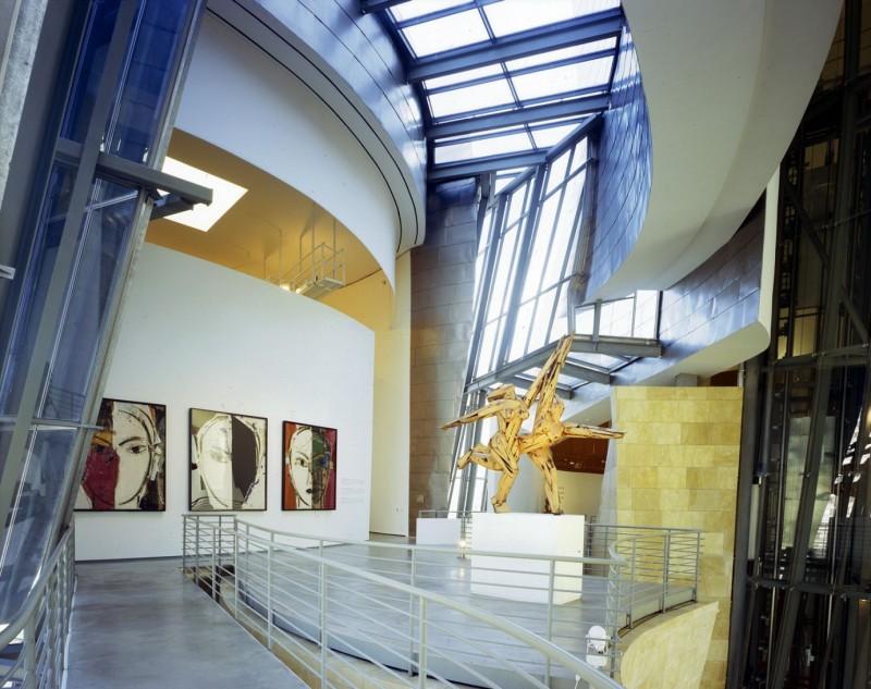 Экспозиция музея Гуггенхайма в испанском Бильбао