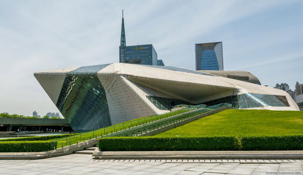Архитектура оперного театра в Гуанчжоу от Захи Хадид