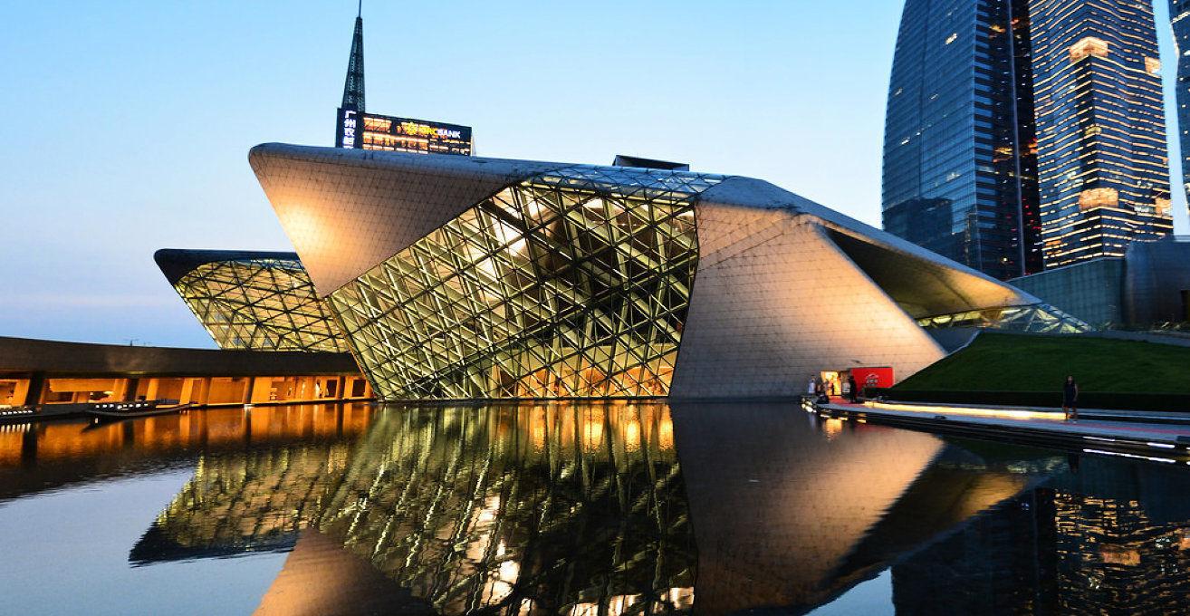 Бетонно-стеклянные фасады оперы в Гуанчжоу, Китай