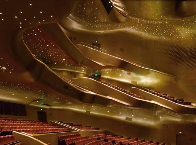 Интерьер оперного театра в Ганчжоу по проекту Захи Хадид