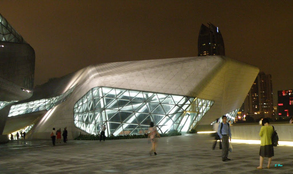 Входная группа оперы в Ганчжоу, Китай