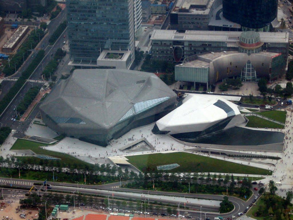 Оперный театр в Ганчжоу в городской застройке