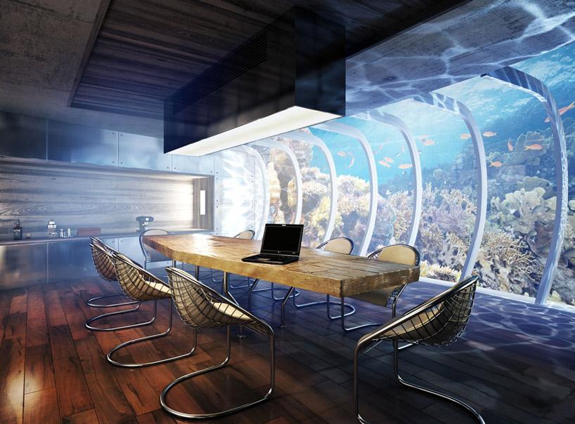 Панорамное остекление номеров подводного отеля в Дубае, в Персидском заливе в ОАЭ