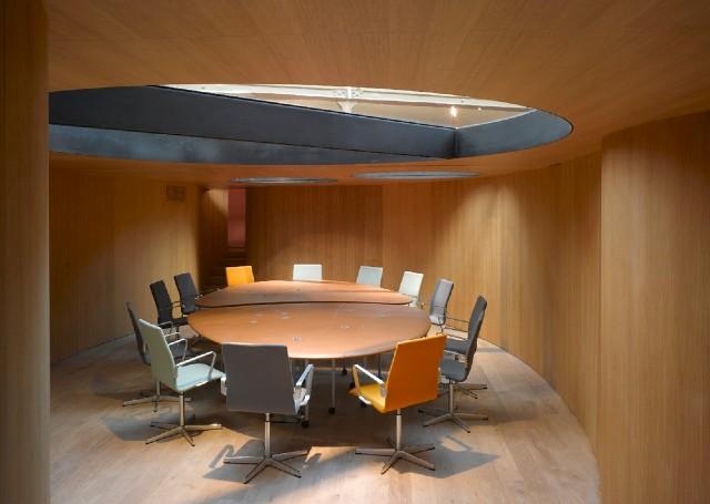 Пример планировки зоны переговоров в дизайне интерьера офиса