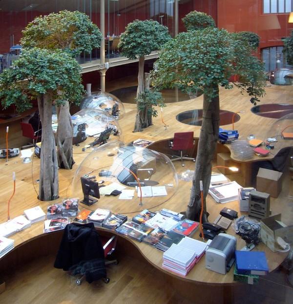 Пример размещения рабочих мест в дизайне офиса