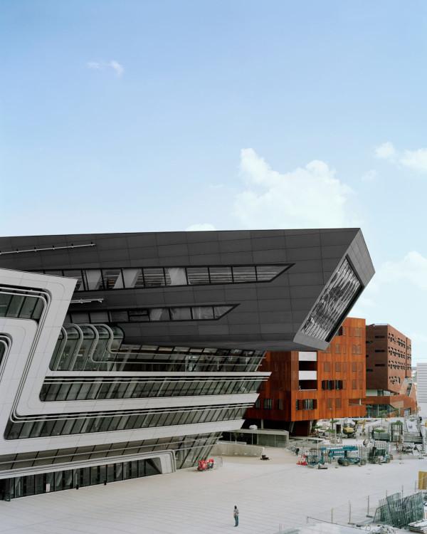 Реализованный проект Захи Хадид в Вене - библиотека и учебный центр