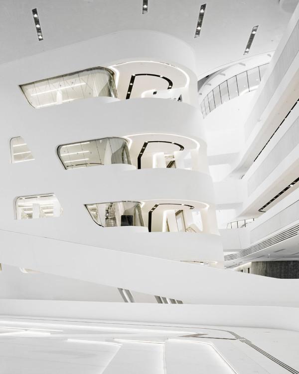 Реализованный проект Захи Хадид в Вене - интерьеры библиотеки и учебного корпуса
