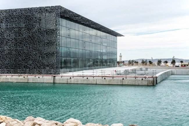Стеклянные фасады в архитектуре самого интересного музея мира