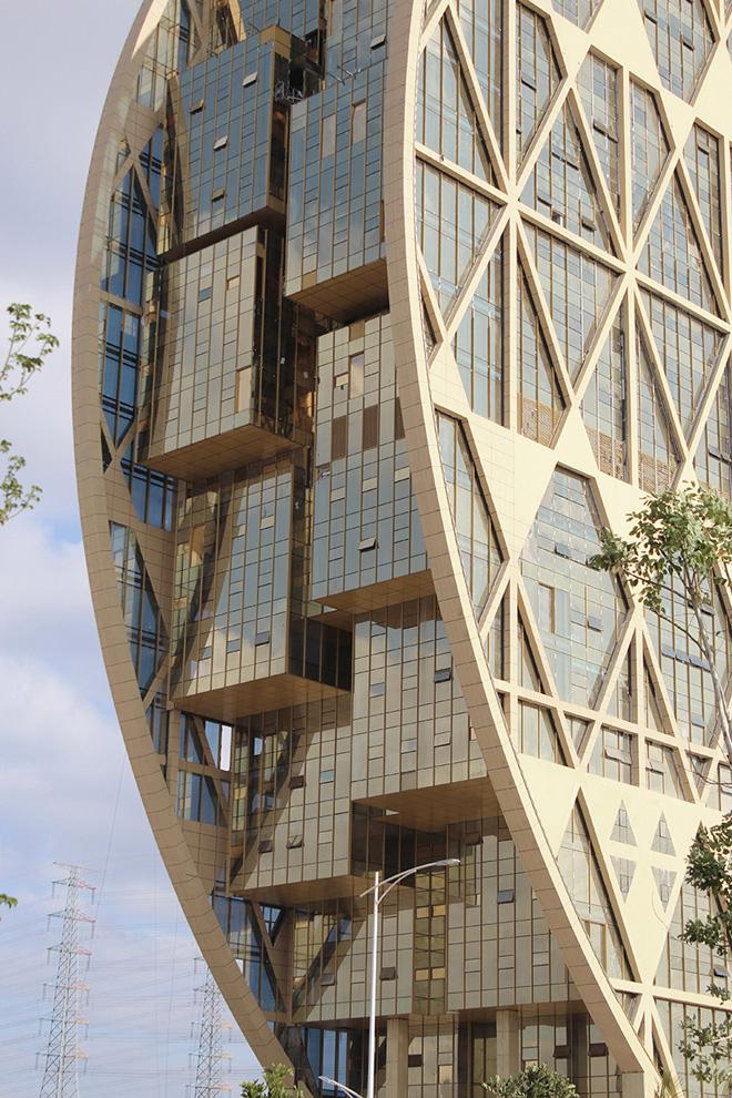 Фасады самого интересного небоскреба в мире