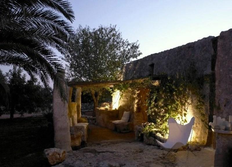 Терраса старинного каменного дома