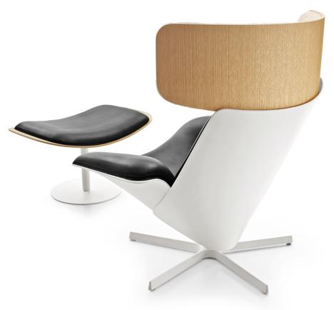 Домашнее кресло с пуфом для ног