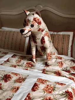 Дизайн текстиля в стиле пэчворк для номера в провинциальном стиле для одного из самых дорогих отелей мира Maison Moschino Hotel Milan
