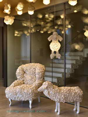 Фото дизайна мягкой мебели для холла одного из самых дорогих отелей мира Maison Moschino Hotel Milan