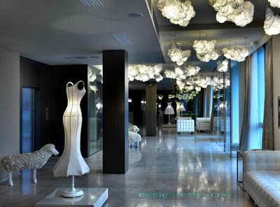 Фото дизайна интерьера холла одного из самых дорогих отелей мира Maison Moschino Hotel Milan