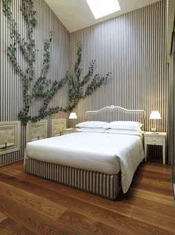 Дизайн мебели для номера одного из самых дорогих отелей мира Maison Moschino Hotel Milan
