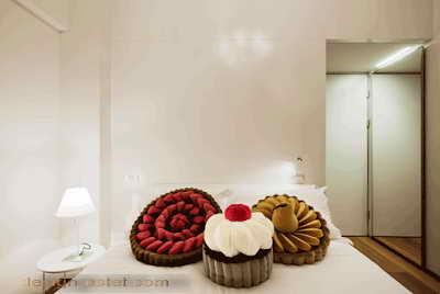 Дизайн декоративных подушек для номера одного из самых дорогих отелей мира Maison Moschino Hotel Milan