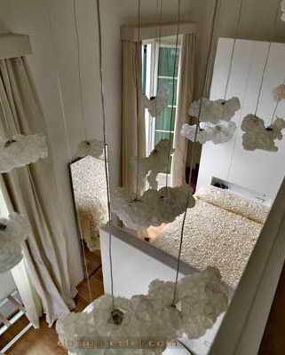 Дизайн номера в белом стиле одного из самых дорогих отелей мира Maison Moschino Hotel Milan
