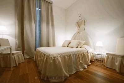 Дизайн интерьера номера в белом цвете одного из самых дорогих отелей мира Maison Moschino Hotel Milan