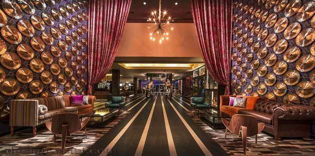 Дизайн холла в интерьере отеля в стиле американского ретро