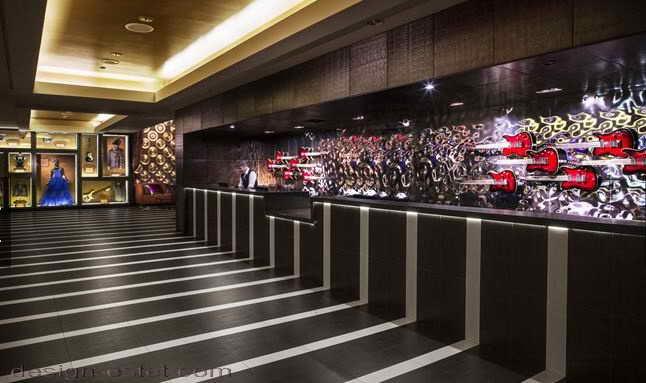 Дизайн напольных покрытий в интерьере отеля в стиле американского ретро