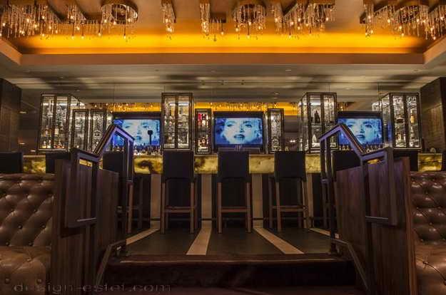 Дизайн вестибюля в интерьере отеля в стиле американского ретро
