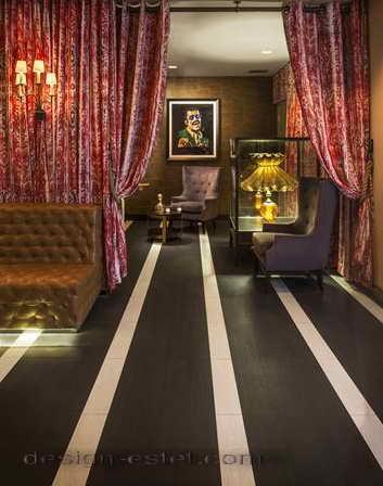 Дизайн мягкой мебели и штор в интерьере ресторана отеля в американском стиле ретро