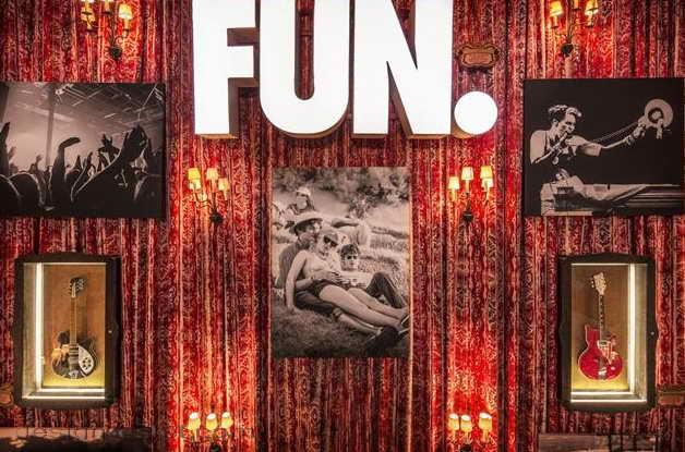 Дизайн фотовыставки в интерьере отеля в стиле американского ретро