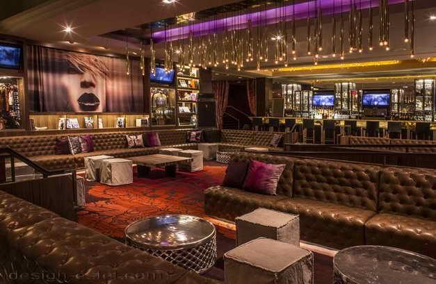 Дизайн лаунж зоны в интерьере отеля в стиле американского ретро