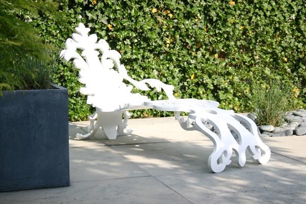 Стильная дизайнерская мебель - шезлонг из полимера