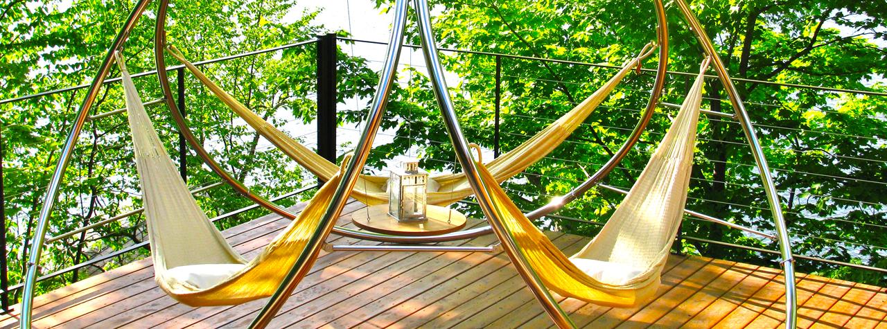 Подвесной гамак на металлическом каркасе для дома