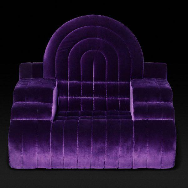 Итальянская мебель - бархатное фиолетовое кресло в стиле поп-арт 70-х годов