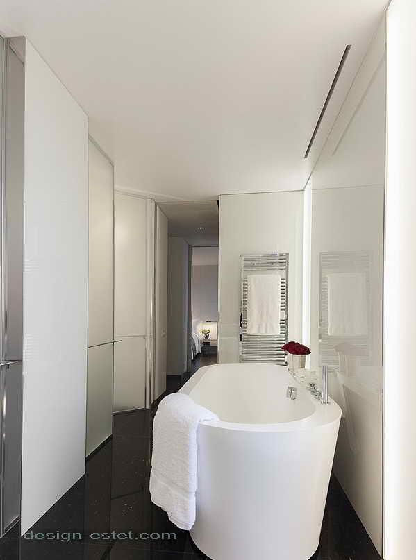 Дизайн ванной комнаты в номере роскошного отеля ME London
