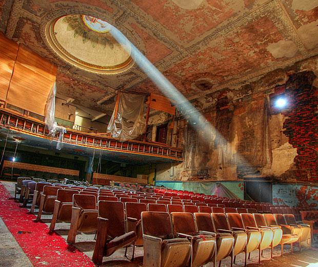 Самые красивые и необычные заброшенные места в мире - фото театров