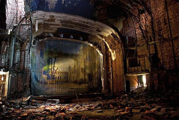 Самые красивые сцены заброшенных театров - фото покинутых мест в мире