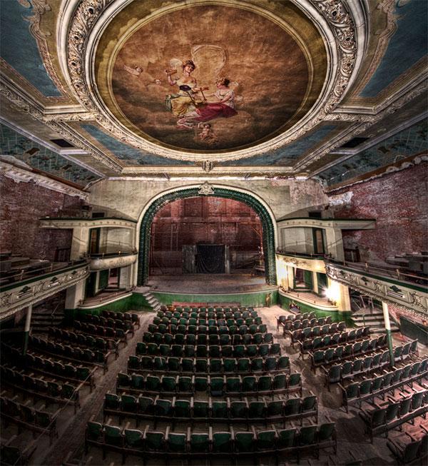 Фото обстановки самых красивых заброшенных мест в мире - покинутые театры