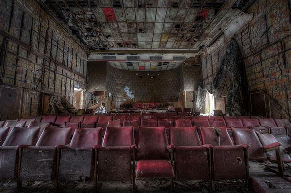 Тайна заброшенных мест мира - самые красивые покинутые театры на фото