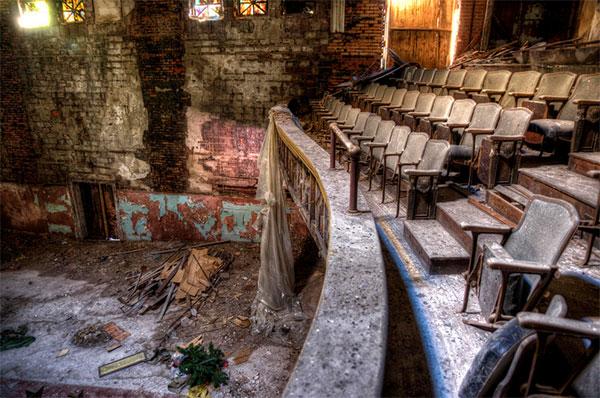 Фото самых заброшенных мест в мире - красивые интерьеры покинутых театров