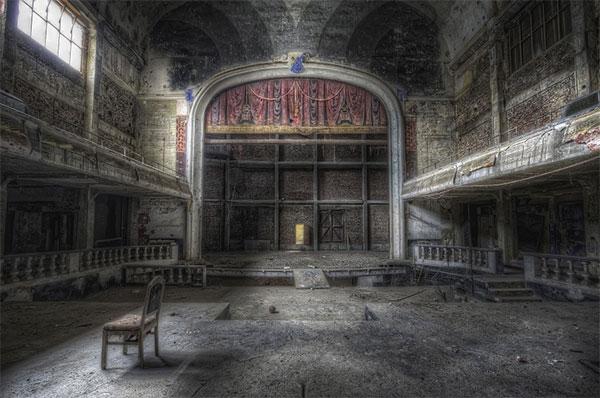 Фото самых красивых заброшенных мест в мире - интерьеры покинутых театров