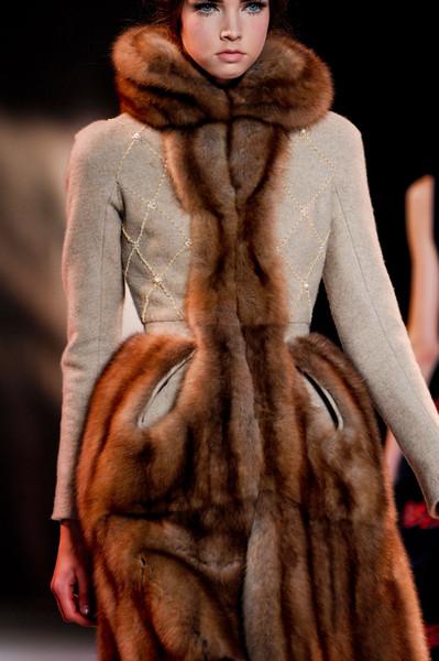 Коллекция платьев от Ульяны Сергеенко - наряды с меховыми деталями