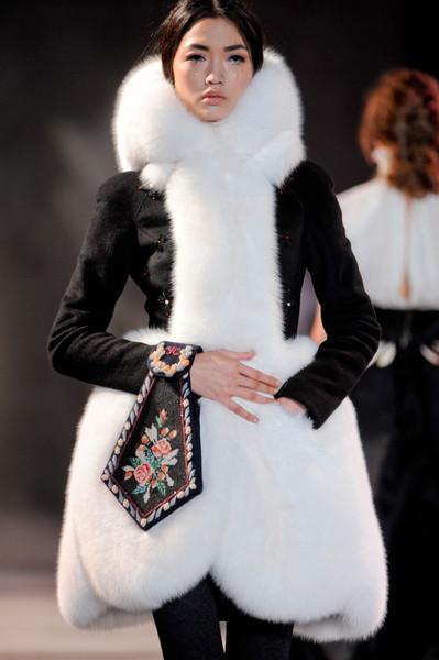 Коллекция платьев от Ульяны Сергеенко - фасоны с меховыми вставками