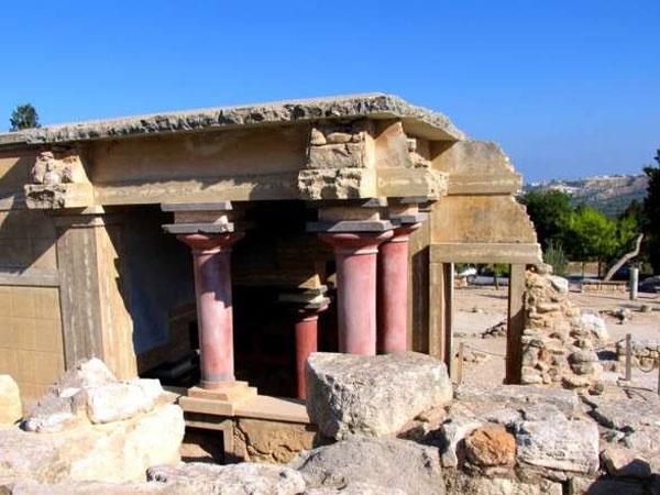 Колонны Кносского дворца на Крите