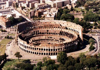 Фото Древнего Колизея в Риме с высоты птичьего полета