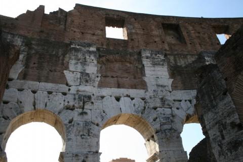 Фото каменной кладки Древнего Колизея в Риме