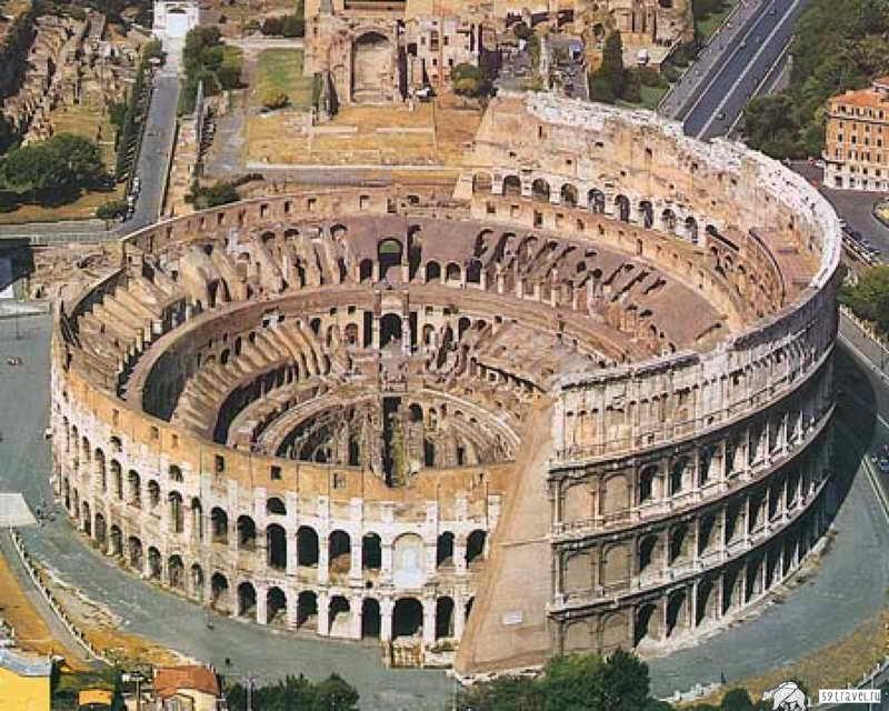 Фото амфитеатра Древнего Колизея в Риме сверху