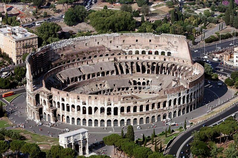 Фото Древнего Колизея в Риме сверху