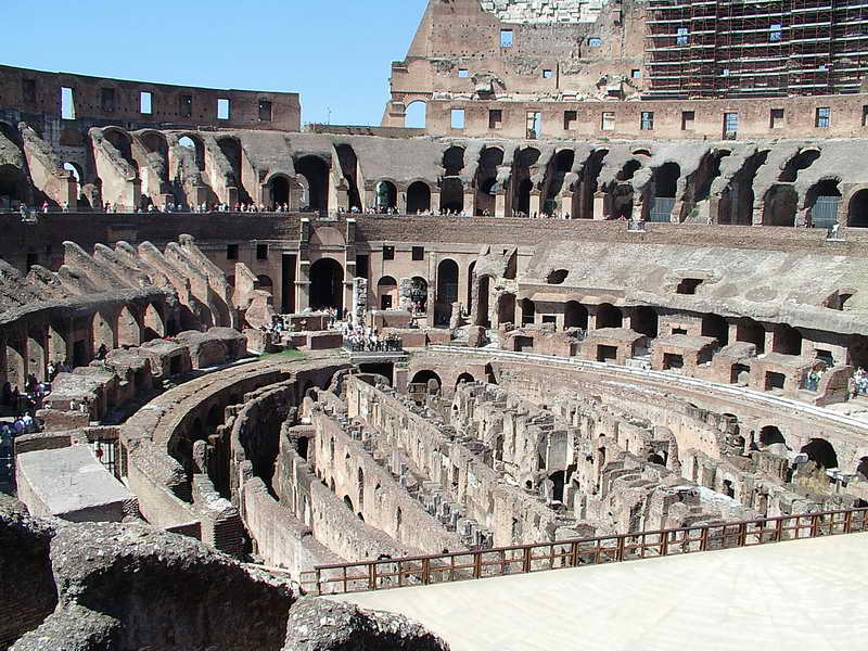 Фото арены Древнего Колизея в Риме