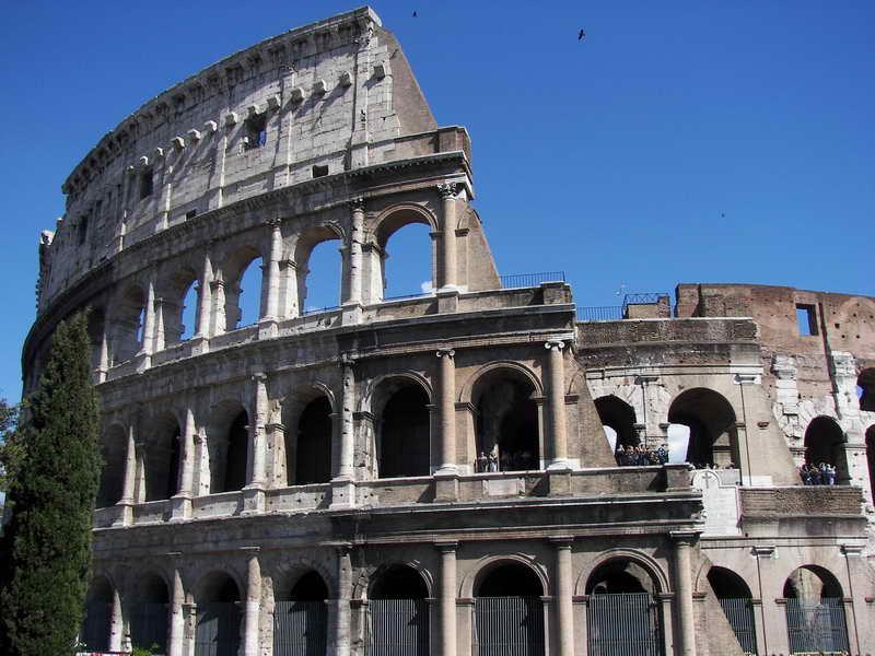 Фото разрушений Древнего Колизея в Риме