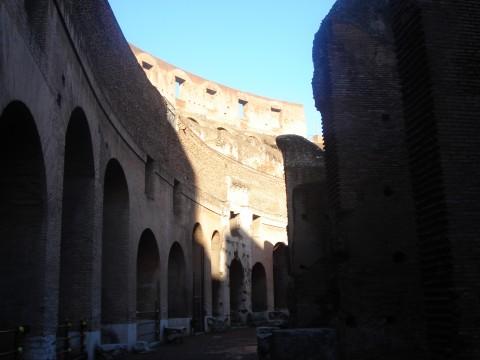 Фото ярусов Древнего Колизея в Риме, Италия